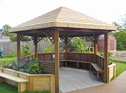 Seating--Shelter-with-planting
